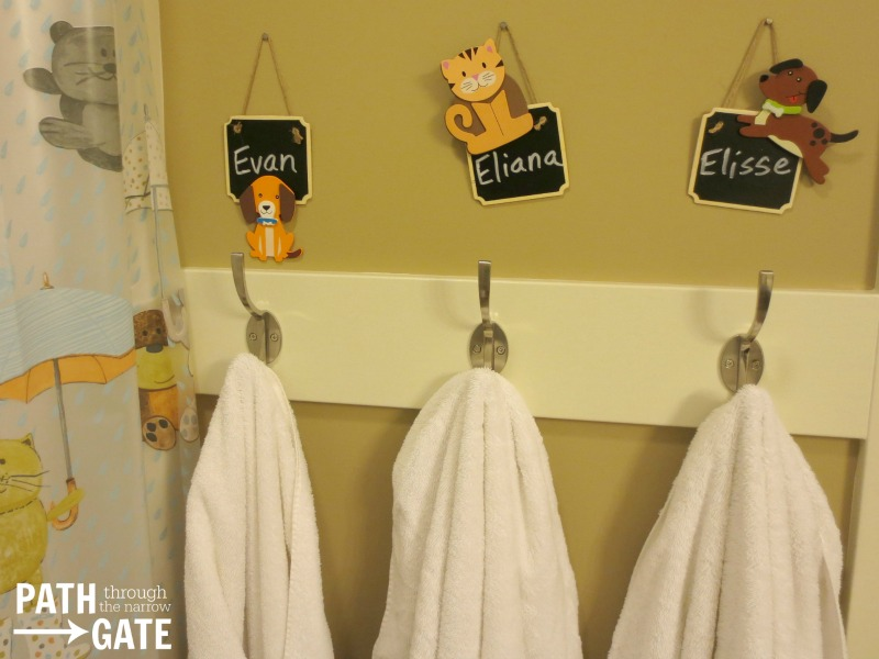 Easily keep track of whose towel is whose with these cute chalkboard towel makers. (They're great for guests, too!)|Path Through the Narrow Gate.com