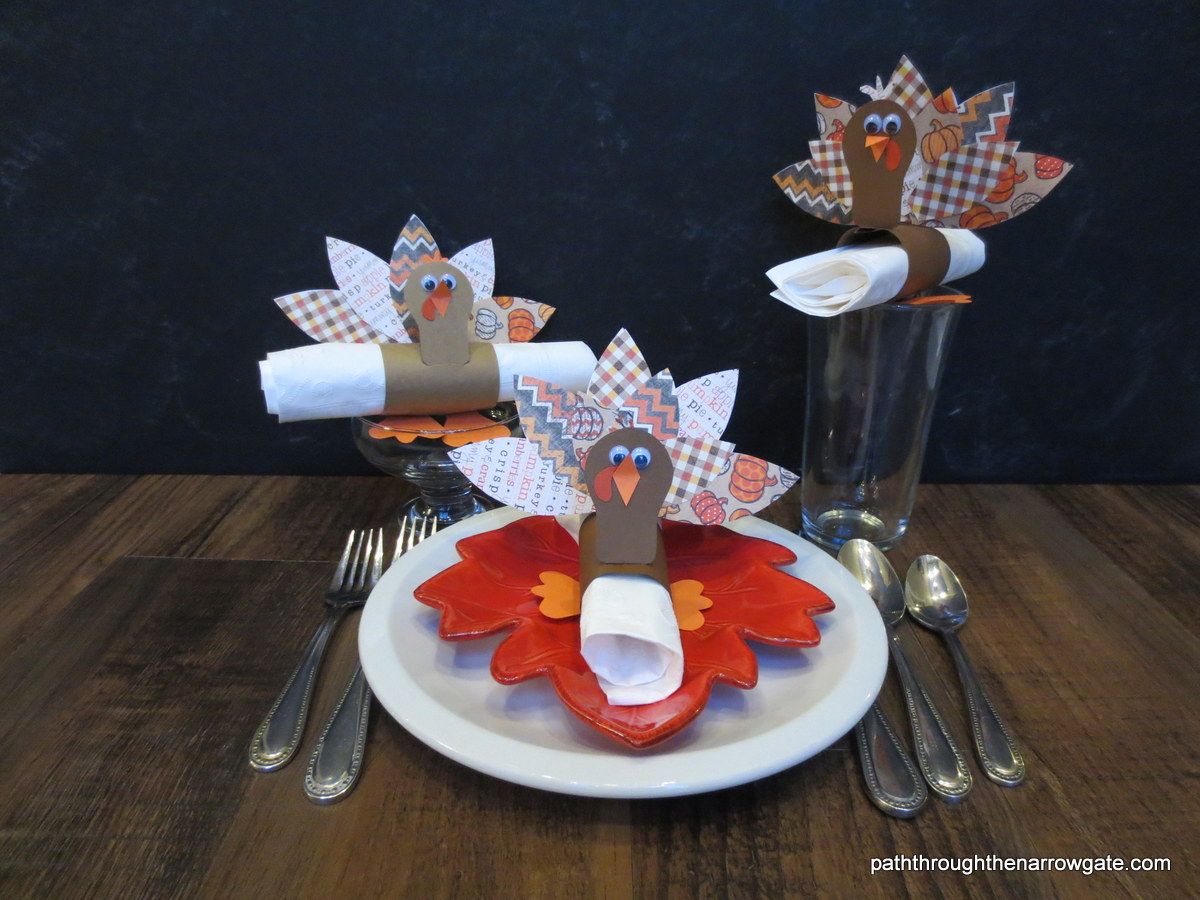 Turkey Napkin Holders: Make these adorable Turkeys for your Thanksgiving table today!