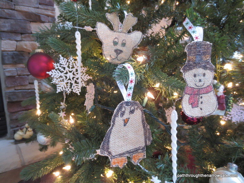 These adorable burlap ornaments are perfect for sending to Grandma, including on cookie plates, or even for making gift tags or bookmarks.