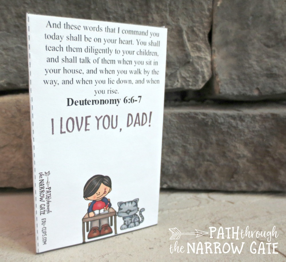 Help your kids celebrate Father's Day with this adorable and super-easy-to-make printable father's day card - perfect for home or classroom use!